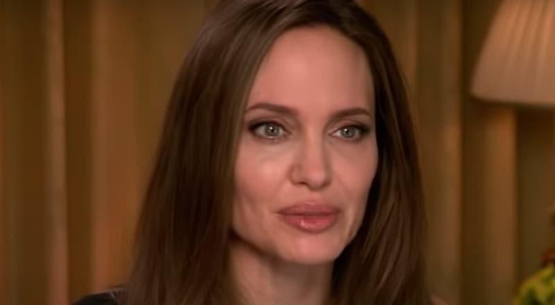 Джоли решила продать подарки Питта