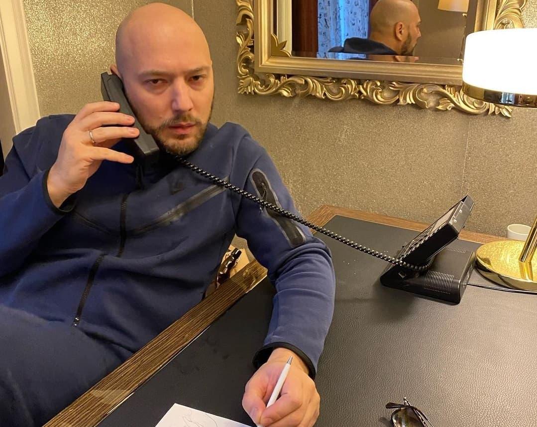 Маркони вклеил в свой паспорт фотографию Гудкова