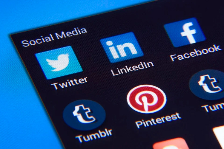 Названы мобильные приложения, больше всех следящие за пользователями