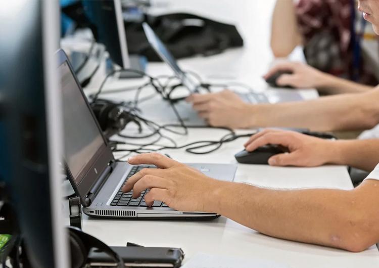 Интернет-мошенники в России заработали более 150 млрд рублей за 2020 год
