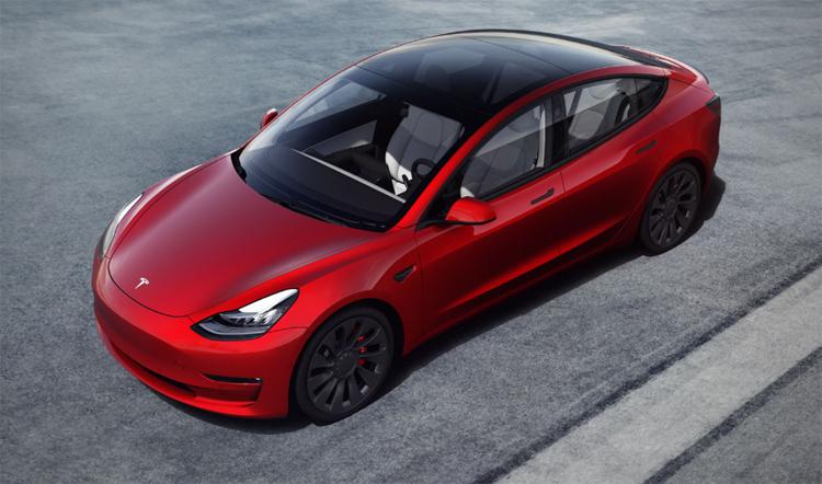 Новый апдейт превратил электрокары Tesla в «бумбокс» на колёсах