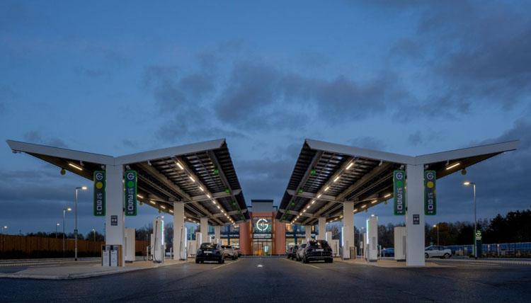 Данные опроса: владельцы электрокаров не приемлют возврата к автомобилям с ДВС