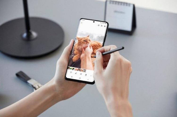 Samsung представила Galaxy S21, S21+ и S21 Ultra — флагманы со свежим дизайном, которые намного дешевле предшественников, но не в России