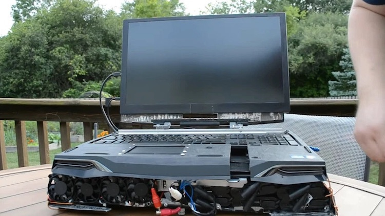 Энтузиаст собрал «ноутбук» на базе процессора Ryzen Threadripper 1950X с тепловыделением 180 Вт