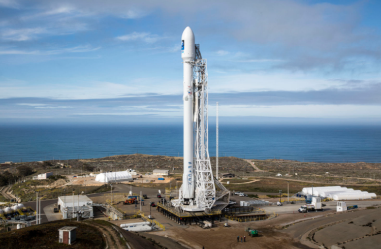 Запуск ракеты SpaceX Falcon 9 с более чем 140 спутниками на борту отложен