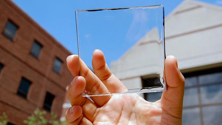 Учёные создали прозрачную солнечную панель, которую можно интегрировать в смартфон