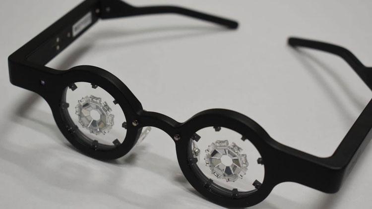 Японцы создали и тестируют умные очки для коррекции близорукости без хирургии