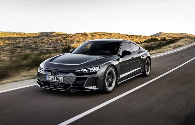 Цена флагманского электрического седана Audi e-tron GT начинается от €100 тыс.