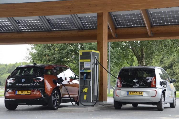 Автопроизводители призвали Евросоюз активнее строить зарядные станции для электромобилей — к 2029 году нужно 3 млн станций