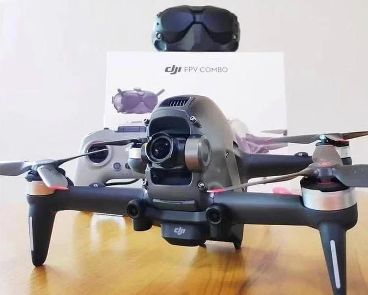 Видео распаковки спортивного дрона DJI Flash FPV и характеристики: 1080/120p, угол обзора 150° и прочее