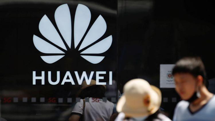 Huawei будет вынуждена в два с лишним раза сократить объёмы выпуска смартфонов