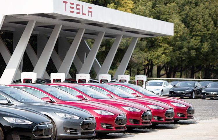 Продажи Tesla рухнули в Европе — покупатели стали выбирать электрокары других производителей