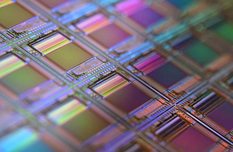 За последний год китайская SMIC закупила у ASML оборудования для производства чипов на $1,2 млрд