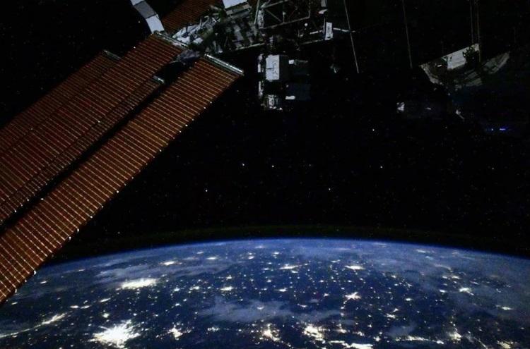 Космонавты осмотрят МКС-модуль «Звезда» снаружи, чтобы найти причину утечки воздуха
