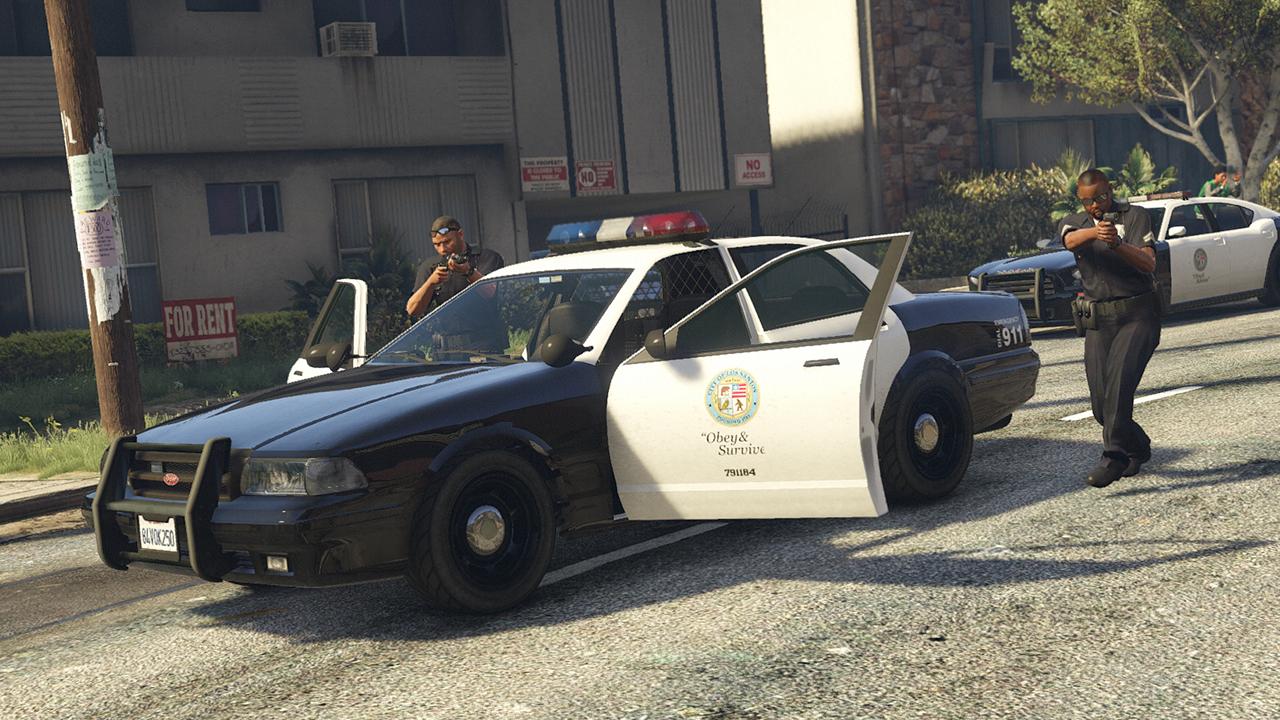 «Напоминает Cyberpunk 2077»: игрок обнаружил, как в GTA Online из воздуха появляются десятки полицейских машин