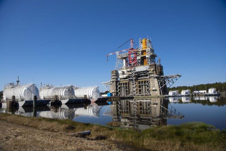 Вторая попытка провести огневые испытания основной ступени лунной ракеты состоится в середине марта