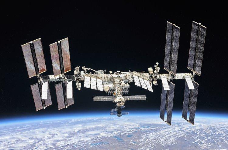 Космонавты и специалисты ЦУП проработают план дальнейшего устранения трещины на МКС
