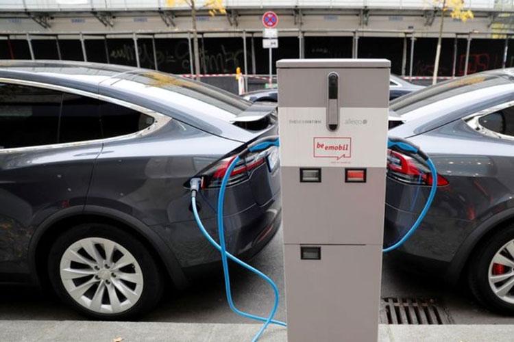 Всплеск продаж электромобилей взорвал цены на кобальт