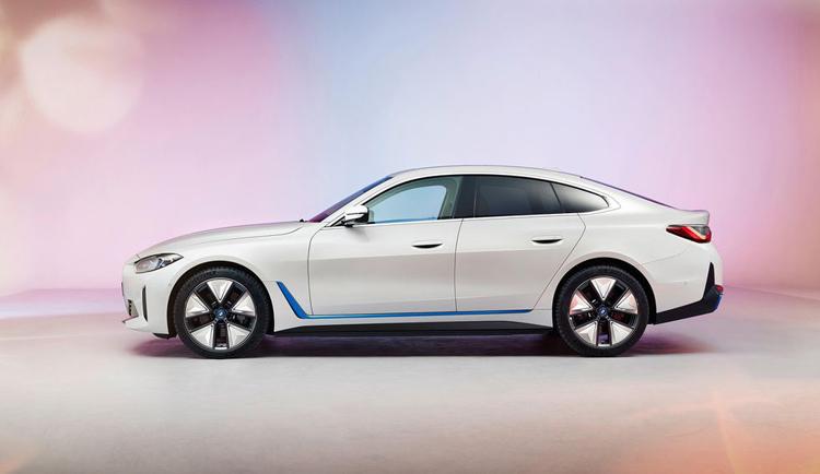 BMW показала финальную версию электрического седана BMW i4