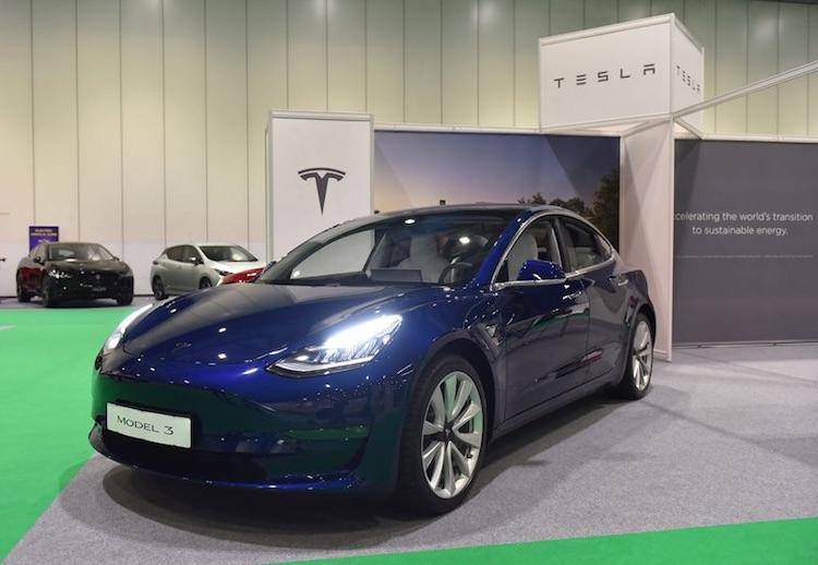 Британия перестанет предоставлять субсидии при покупке Tesla Model 3 и других дорогих электрокаров