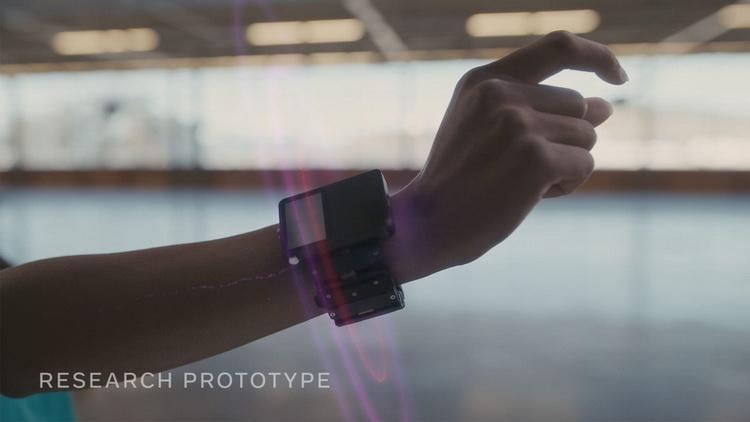 Facebook хочет создать браслет для взаимодействия с дополненной реальностью силой мысли