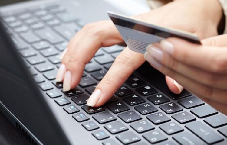 В Рунете за сутки обнаружено 50 сайтов, продающих фальшивые базы банковских карт
