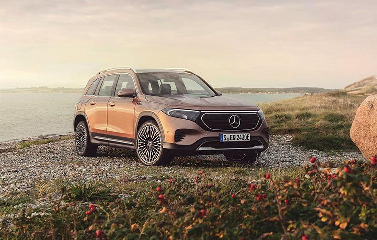 Mercedes-Benz показала угловатый облик электрического внедорожника EQB