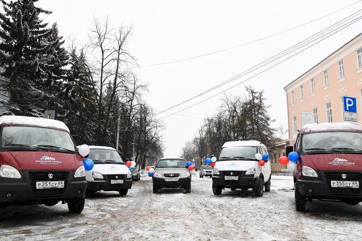 В Тверской области 56 многодетных семей получили сертификат на автомобиль