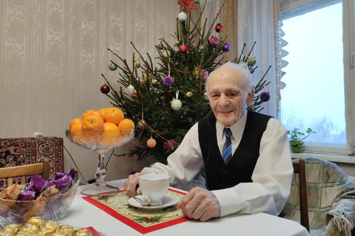 В Твери ветеран Великой Отечественной войны отмечает 95-летний юбилей