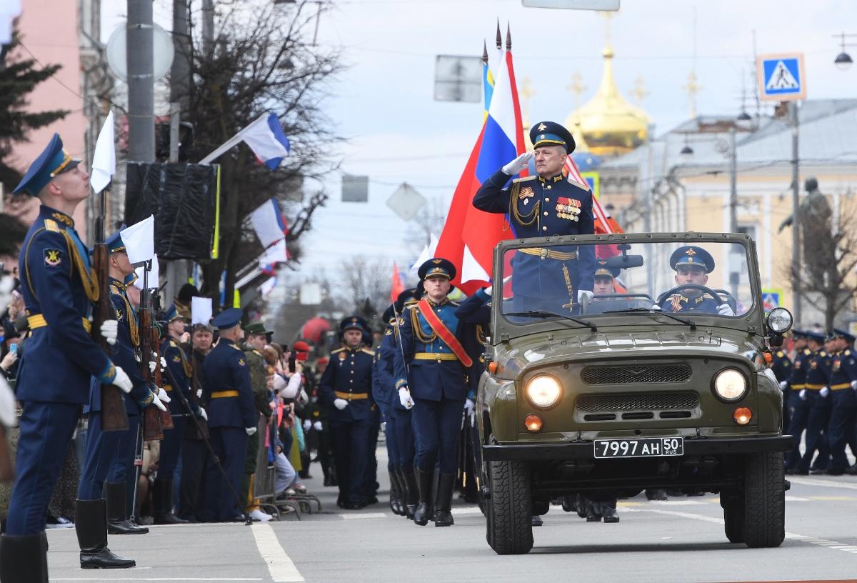 В Твери 1400 человек приняли участие в параде Победы