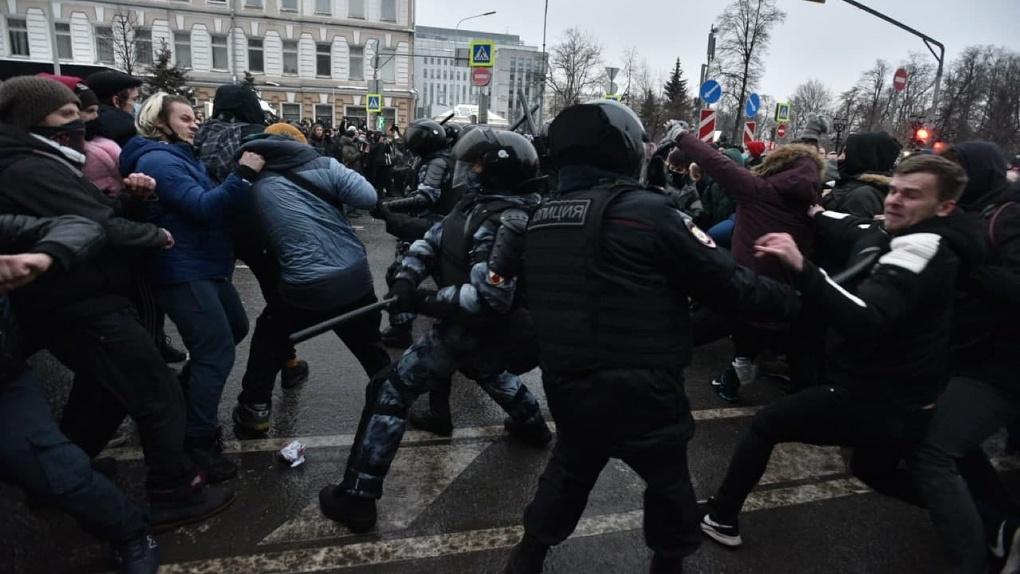 Как прошли марши в поддержку Алексея Навального в разных городах России. Фото, видео