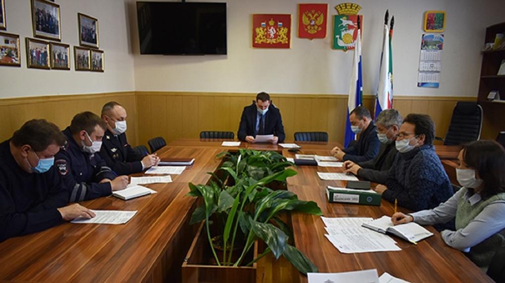 Прокуратура требует уволить скандально известного вице-мэра уральского города за ошибки в декларации