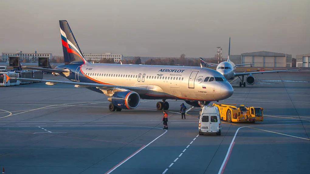 На коротких авиарейсах в России появится платный интернет