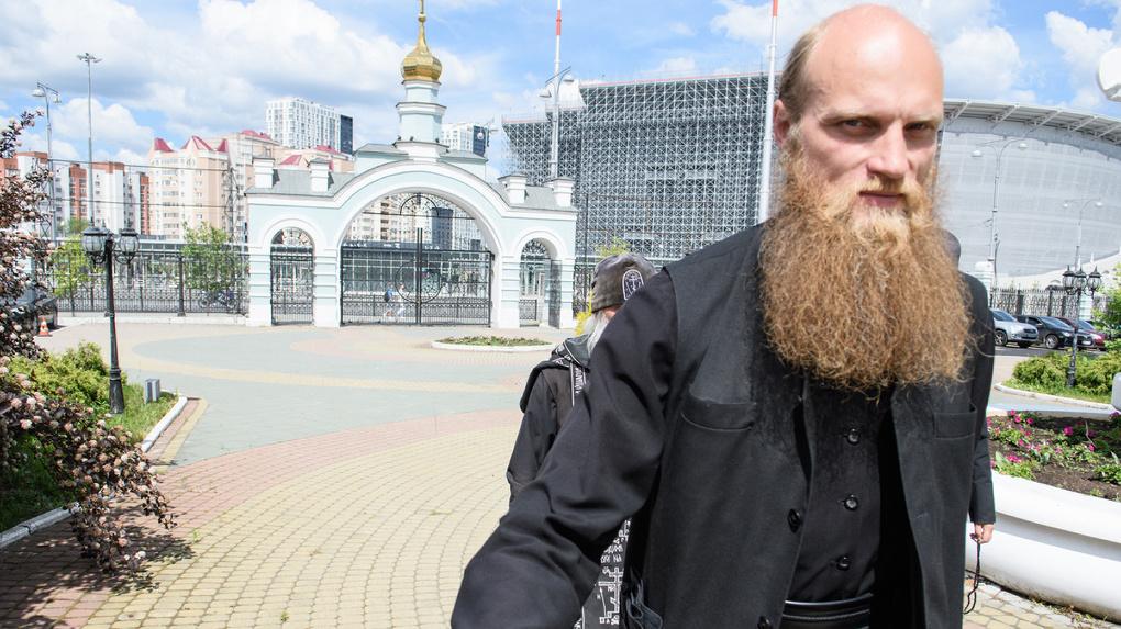 В монастыре отца Сергия пять лет жил священник, подозреваемый в тройном убийстве. Все, что о нем известно