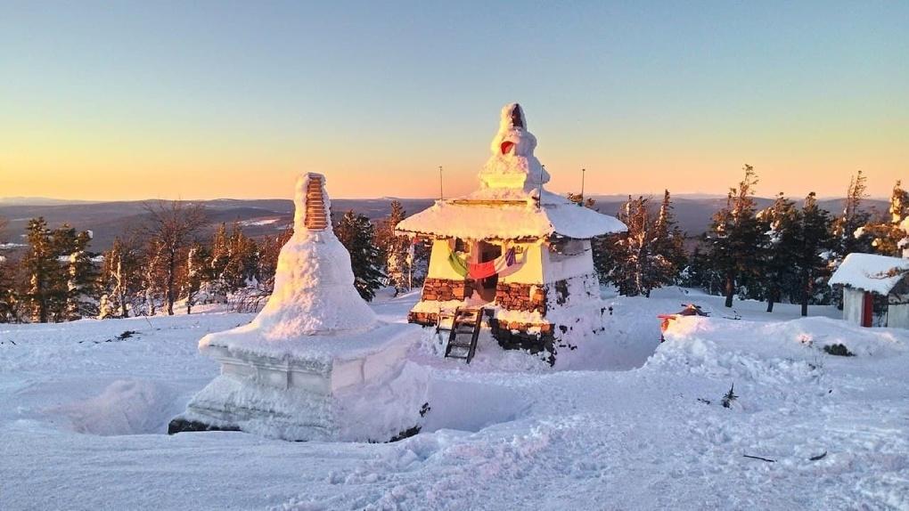 Вице-губернатор Сергей Бидонько приехал в монастырь «Шедруб Линг», чтобы помирить буддистов с «Евразом»