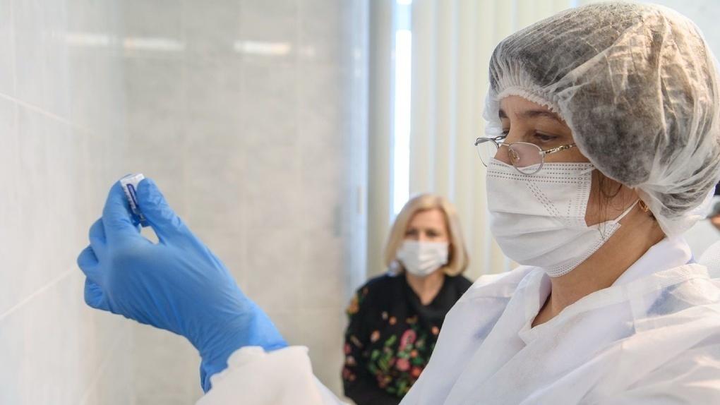 Вакциной «Спутник V» привили семь миллионов россиян. Это много?