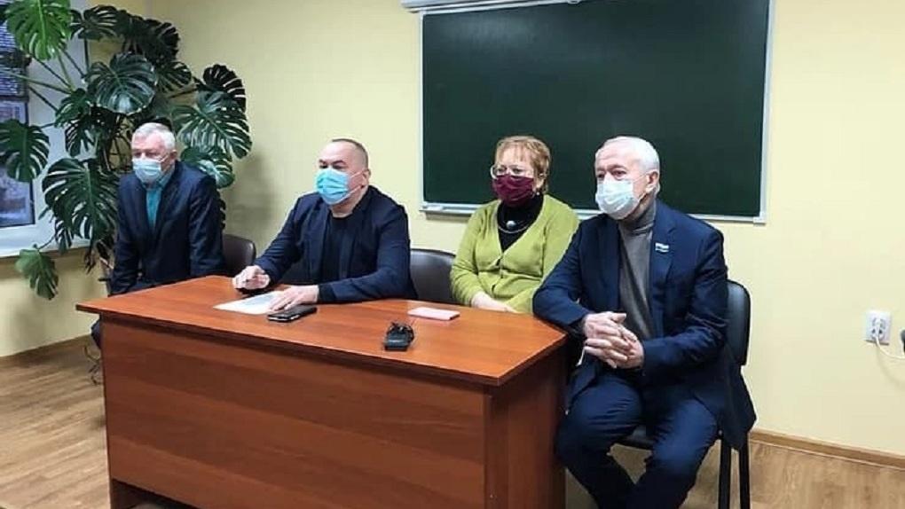 Глава минздрава приехал в Нижний Тагил к водителям скорой, бунтующим из-за перевода на аутсорсинг