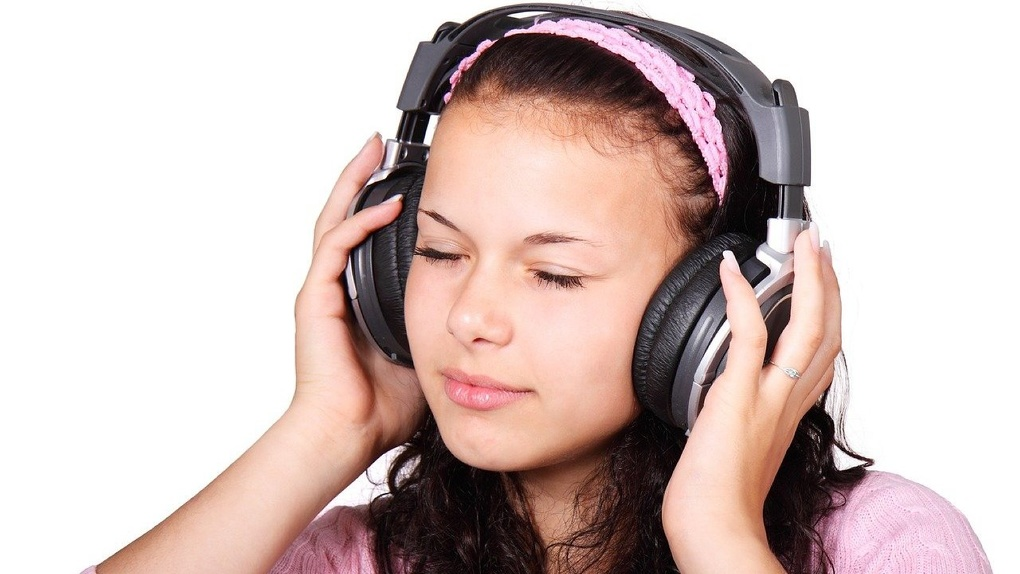 Радио без рекламы с возможностью влияния на программу эфира