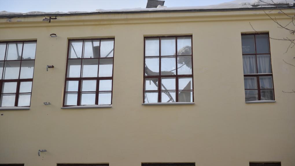 Экскаваторы сгрызли здание ПРОМЭКТа изнутри. Его могут уничтожить уже сегодня. Фото