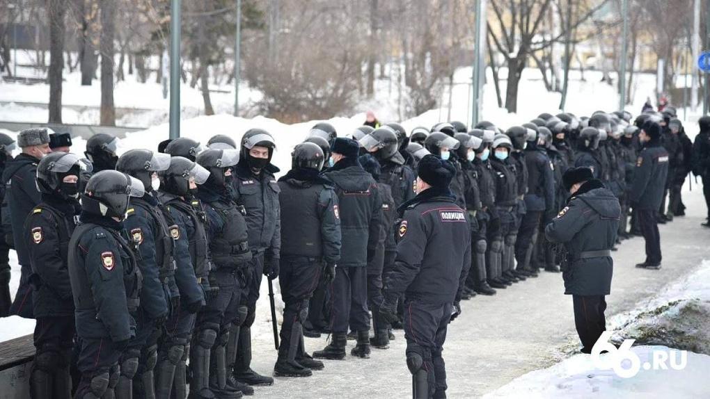 В России после протестов сторонников Алексея Навального резко увеличили набор полицейских и бойцов ОМОНа