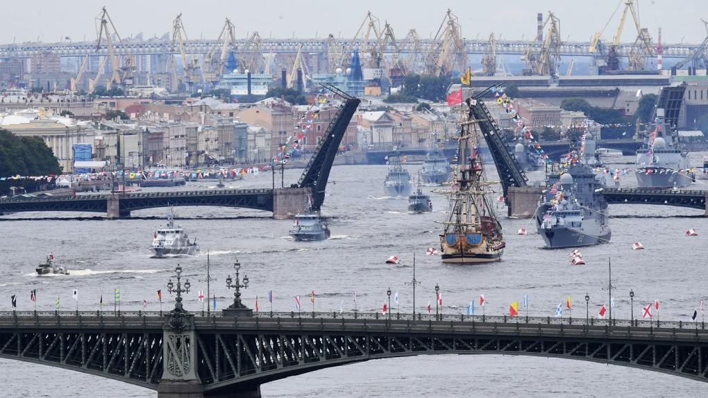В приморских городах отметили День ВМФ. Фото с главных парадов
