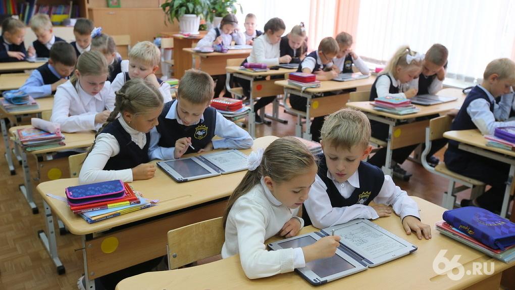 В мэрии окончательно отказались от идеи перевести всех школьников на обучение в одну смену. Пять причин