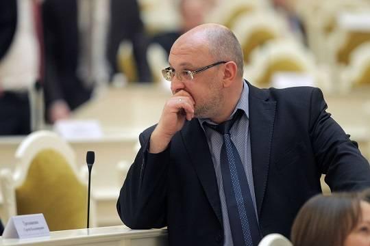 Депутаты ЗакС возмущены формальной реакцией Макарова на скандал с Резником