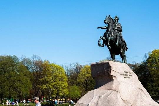 Массовые мероприятия вызвали рост заболеваемости COVID-19 в Петербурге