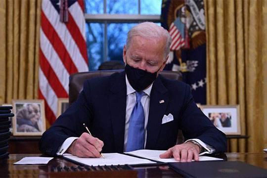 Зачем Джо Байден снял бюст Черчилля, который Дональд Трамп выставил в Овальном кабинете
