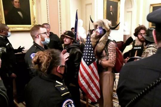 Адвокат предложил Трампу помиловать «викинга», который стал знаменитостью после штурма Капитолия