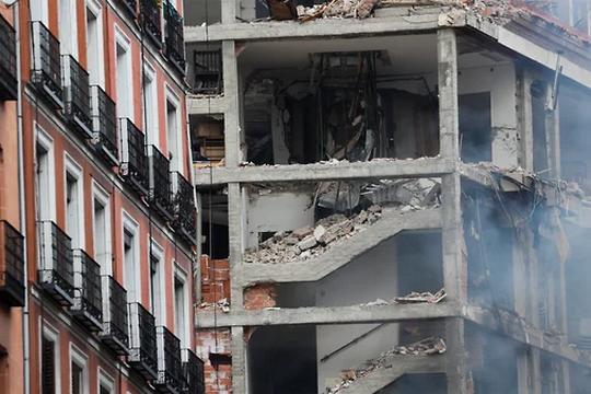 Четыре человека погибли и не менее восьми пострадали - спасатели продолжают разбор места взрыва в Мадриде