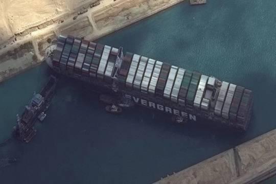 Из-за блокировки Суэцкого канала контейнеровозом Ever Given мировая торговля может потерять 230 миллиардов долларов