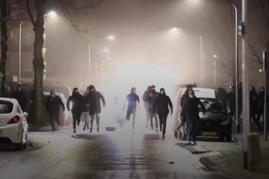 Коронавирус и новые ограничения привели к протестам в разных странах: бунтуют Нидерланды, Ливан, Израиль и другие