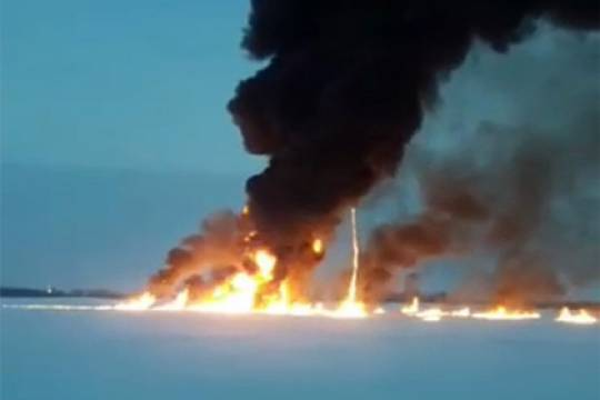 Перечислены версии пожара на реке Обь
